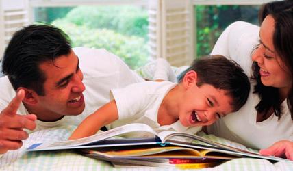 padres leyendo